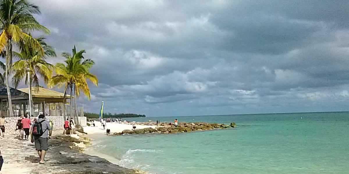 https://discoverislandcruises.com/wp-content/uploads/2015/03/Bahamas-Celular-7511.jpg